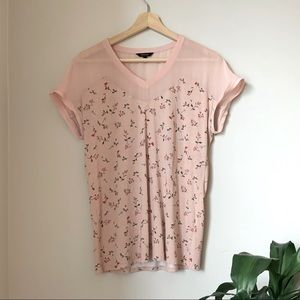 🐙 2/25 RW&CO Pink flower tee with see through top